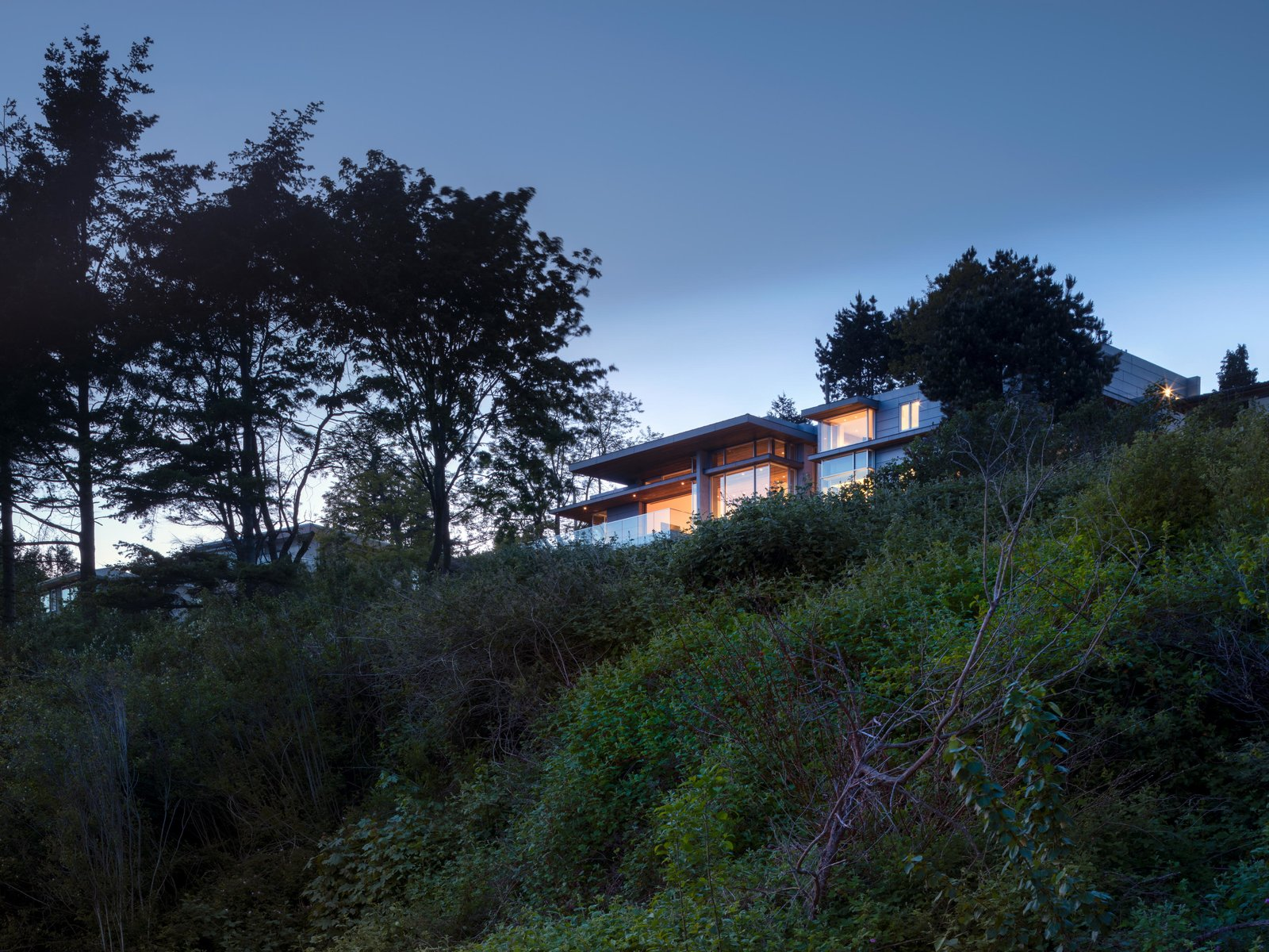 Cliff Dwelling of White Rock, British Columbia, Canada by Olson Kundig