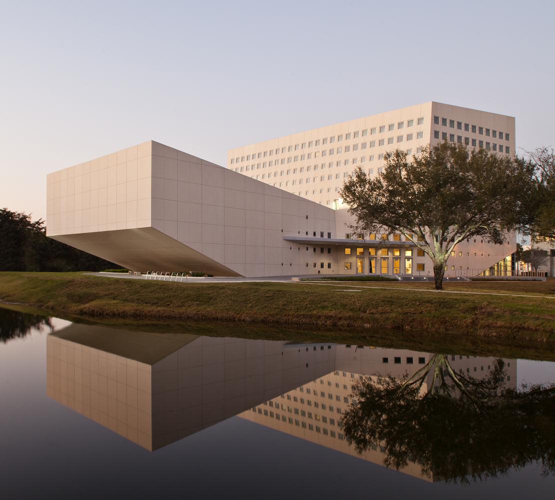 Arquitectonica's School of International and Public Affairs for Florida International University